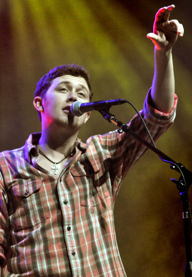 Scotty McCreery performs at JIngle Bell Jam in York Sunday evening. (Bil Bowden Photo)