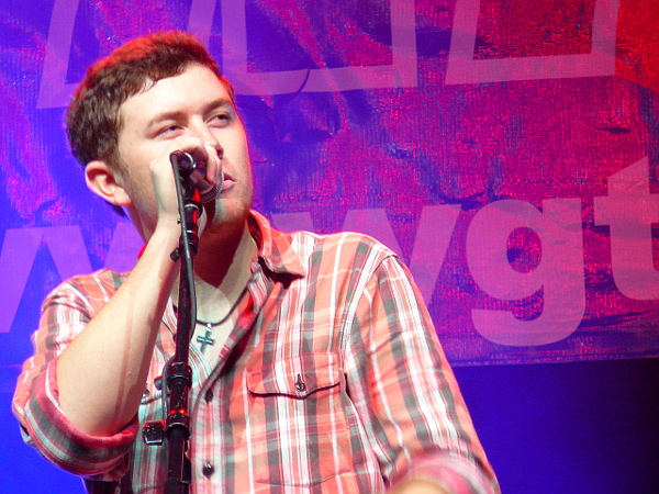 Scotty McCreery performs at Sunday's Jingle Bell Jam in York. (Mark Franklin Photo)